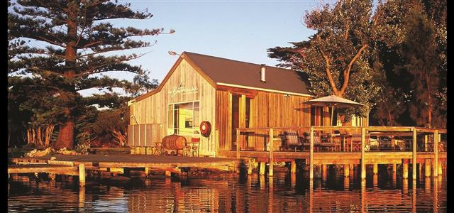 Boathouse Retreat on the Murray River