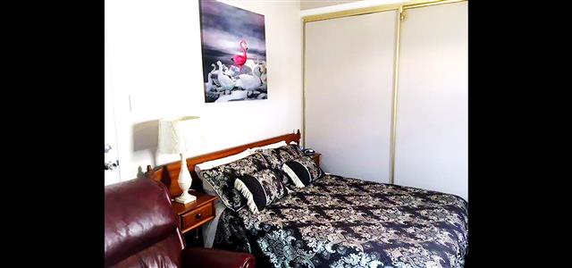 Pitstop Place Double Room Large Wardrobe