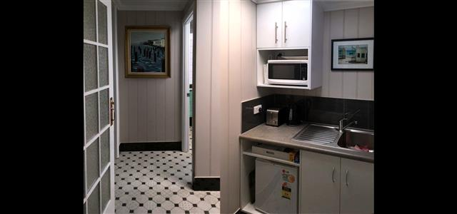 Pitstop Place with Kitchenette