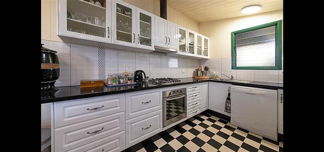 Pitstop Lodge B&B Kitchen Fully Equipped